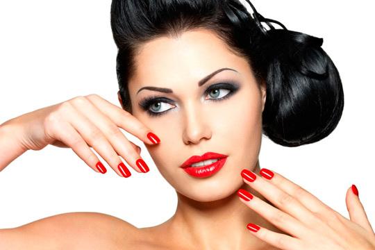 ¡Ya es hora de ponerse gupa! Elige entre 1 o 2 sesiones de manicura o pedicura permanentes + diseño de cejas y depilación de labio
