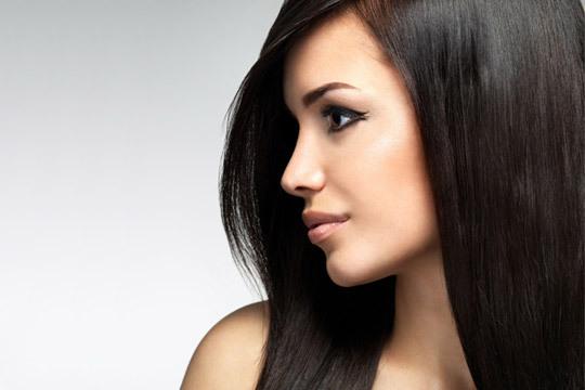 Presume de melena lisa y libre de encrespamiento gracias a una completa sesión de peluquería con tratamiento de keratina ¡Tu cabello lucirá lleno de vitalidad!