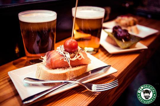 Disfruta en Abando de 20 ricos pintxos del Bio Oriental Restaurante ¡Incluye 2 bebidas a elegir entre copa de vino, caña o refresco!