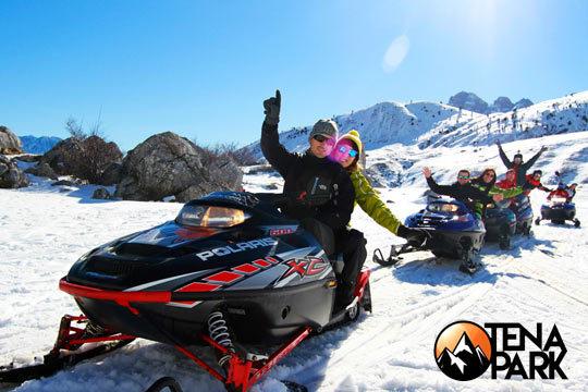 Apasionante excursión en moto de nieve de 1 hora para 1 o 2 personas ¡Disfruta de la nieve y los deportes de invierno como más te gusta!