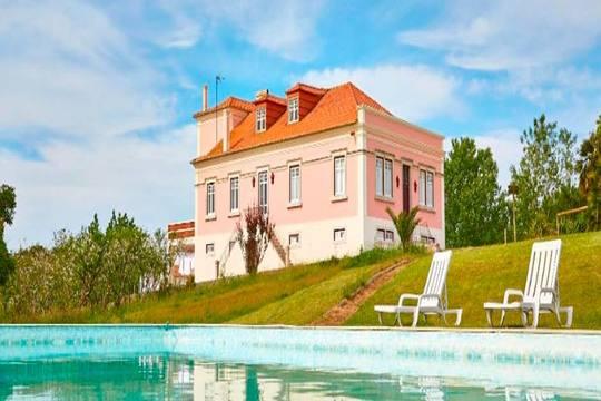 Disfruta de 7 noches en régimen de alojamiento y desayuno en un coqueto hotel rural en Peniche ¡Lo mejor de la costa portuguesa!