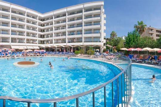 ¡Disfruta de la Semana Santa en Salou! Te alojarás 4 noches en un hotel de 4 estrellas: el Olympus Palace ¡En pensión completa!