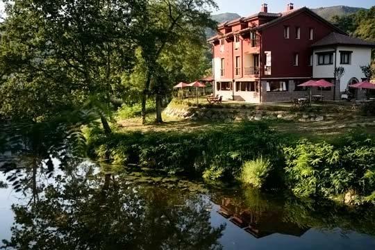 Celebra Nochevieja en Asturias con una escapada de 3 noches en media pensión en el hotel Casa de Campo