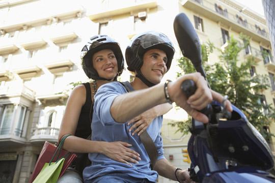Carné de moto A2: matrícula, test de examen online y 2 clases prácticas de maniobras en Autoescuelas Dam