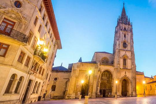 Descubre una de las ciudades más bellas de Asturias con 1 o 2 noches con desayunos en el hotel Las Lomas de Oviedo