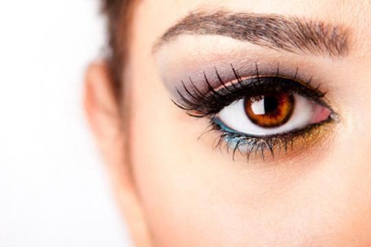 Enmarca tu rostro con una sesión de diseño y tinte de cejas en el centro Confort Cuerpo y Mente ¡Tu mirada deslumbrará!