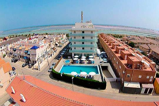 En agosto disfruta de la costa mediterránea con 7 noches en hotel de 4* y régimen de media pensión en Costa Cálida ¡Vacaciones de lujo en la playa!