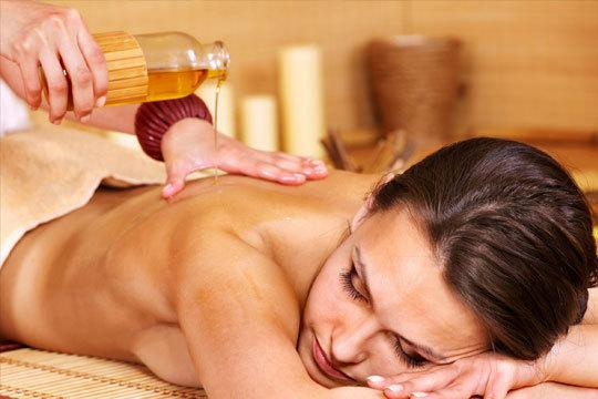 Disfruta de este fabuloso masaje relajante después del verano para empezar el ritmo laboral sin estrés ¡ Con aceites de ayurveda escogidos según tu tipo de piel!