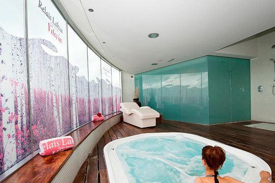 Relax total en Relais Lakua con 3 circuitos Spa de 60 min y opción a masaje relajante de gama superior