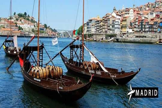 Oporto en junio: Vuelo de Madrid + 3 noches + Paseo en barco y tuk tuk