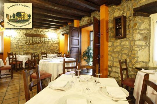Menú de txuleton a la brasa, entrantes, postre y bebida en Sidrería Algorta