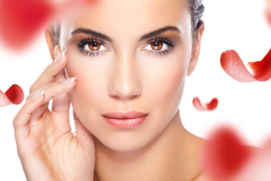 Luce un rostro perfecto como Kim Kardashian, Jennifer Aniston y muchas más socialitys que reconocen hacerse este tratamiento para lucir así de jóvenes y guapas