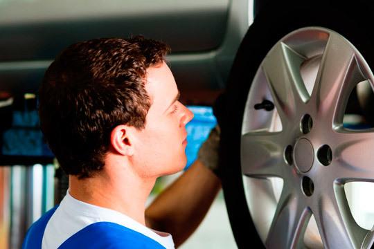 Deja en manos de los expertos de Master Car la seguridad de tu coche ¡Y cambia los amortiguadores traseros!