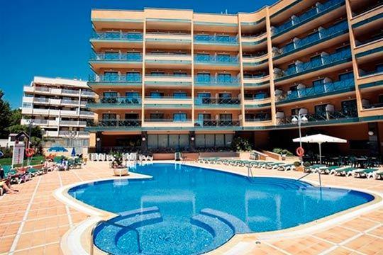 Diviértete en Salou durante esta Semana Santa, en hotel de 4*, cerca de la playa y con pensión completa ¡Relájate!