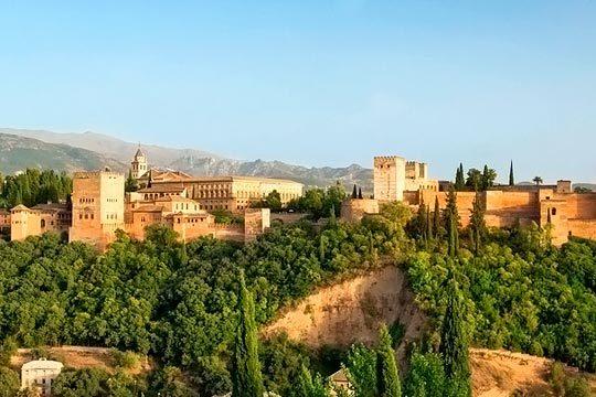 El 12 de abril pon rumbo a Granada y las Alpujarras ¡6 días de circuito en media pensión con salidas en autocar desde País Vasco, Pamplona y Logroño!