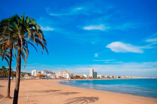 Este julio vete a Peñíscola con 7 días en hotel con habitación doble y pensión completa ¡Vacaciones en el mar!