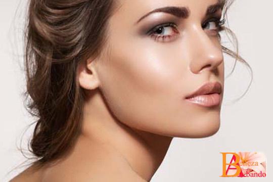 ¡Deja que el maquillaje realce tus encantos! Sesión de visagismo especial cejas unisex y depilación de labio en Abando Belleza