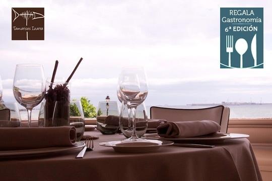 Disfruta de un menú especial de autor en el restaurante Tamarises Izarra ¡frente al mar!