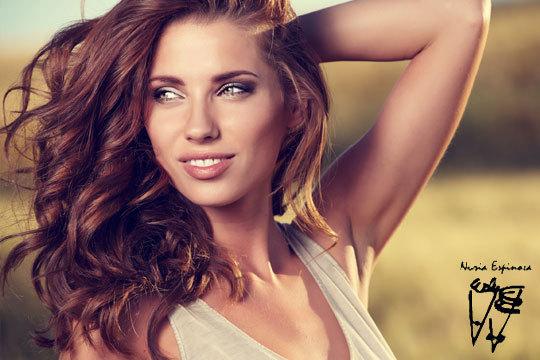 Sesión de peluquería con lavado, hidratación, peinado y opción a tinte ¡Luce melena hidratada y renovada!