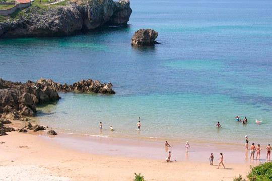 En septiembre disfruta de 2 noches de alojamiento en apartamento para 4 personas en Playa de Toró ¡Playa, montaña, aventura, gastronomía y mucho más te espera en Llanes!