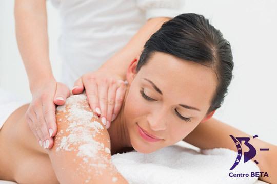 Repara tu piel aportando luminosidad e hidratación con este completo tratamiento de exfoliación con sales marinas + 1 o 3 masajes corporales con aceite calmante y relajante