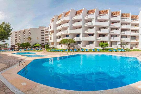 ¡Vacaciones en familia en Alcocéber! 4 noches en pensión completa para 2 adultos + 2 niños en estudio en primera línea de playa
