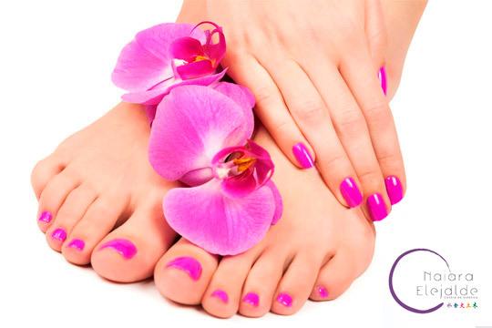 Ten siempre las uñas de tus manos y pies perfectas con una sesión de manicura y pedicura con esmaltado normal o permanente en el Centro de Estética Naiara Elejalde ¡Estarás genial!