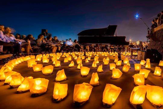 Viaja a un mundo mágico con el concierto '1 piano & 200 velas' de David Gómez ¡Una experiencia inolvidable en el cementerio municipal de Terrassa-Barcelona!