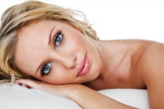 ¡Después del verano luce tu mejor versión! En Amets Estilistas te proponen una limpieza facial completa con masaje hidratante y opción a depilación en cejas y labio