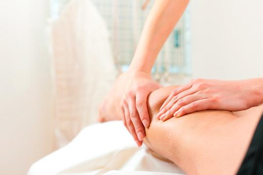 Tratamiento reductor en el Centro de Medicina Integral de Getxo con un masaje para combatir la grasa localizada y diagnóstico corporal personalizado
