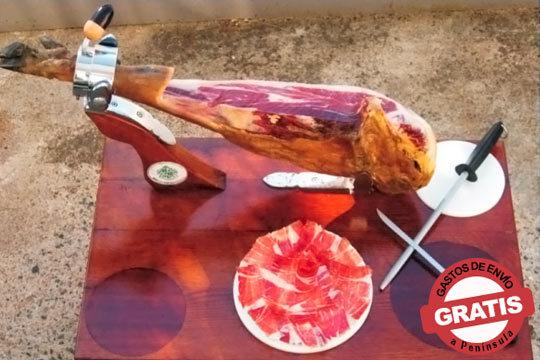 Regala un buen jamón o pon en tu mesa esta deliciosa pieza de cebo certíficado ¡De cerdos ibéricos criados en la campiña!