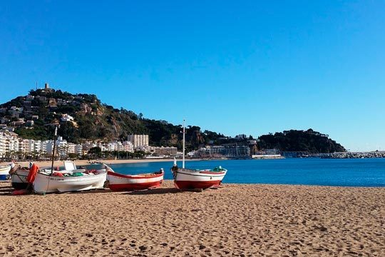 Julio y agosto en las playas de Girona con 7 noches en el hotel Boix Mar de Blanes en pensión completa