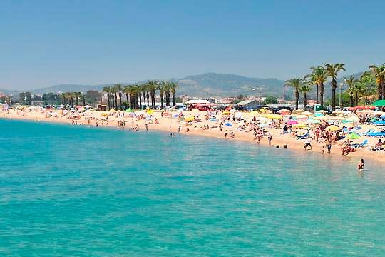 Disfruta de unas vacaciones de verano espléndidas en la Costa del Maresme con 7 noches en pensión completa en el hotel Bon Repos, Esplai o Checkin Pineda