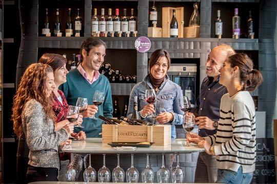 Descubre la textura, olor y sabor de los vinos Eguren Ugarte y degusta una ración de ibéricos