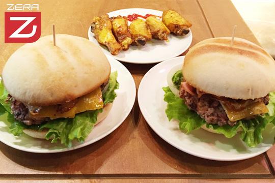 Disfruta en pareja de un delicioso menú de hamburguesa en Zera García Rivero ¡Con entrante a elegir y bebidas!