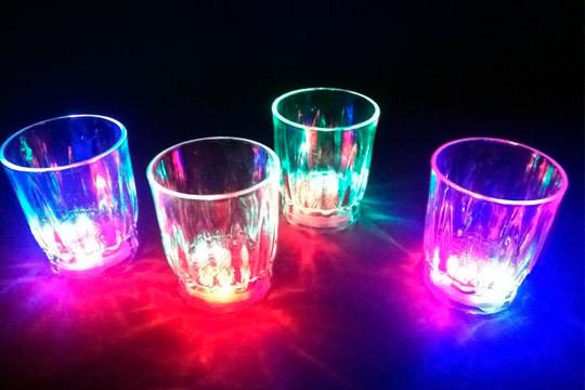 Con este pack de 6 vasos LED convertirás en inolvidables tus veladas gastronómicas