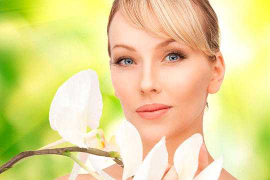 Cuida tu rostro con un tratamiento facial con protocolo y cosméticos Carita Paris, específico para tu tipo de piel ¡Estarás estupenda!