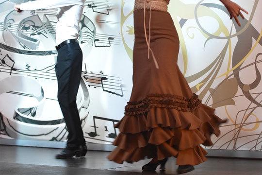 Descubre tu propio ritmo en la asociación Al Compás del Alma con clases de flamenco, rumba, sevillanas y otras a elegir ¡A bailar!