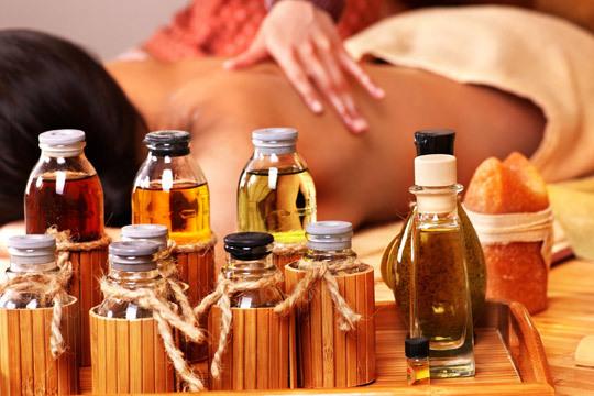 Siente como el bienestar invade tu cuerpo y mente con un masaje relajate con aceites esenciales en Yunia Sauquet