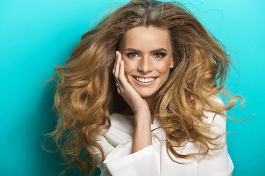 ¡Dale vida a tu melena con un nuevo look! Sesión de peluquería con Lavado + Hidratación + Corte + Peinado