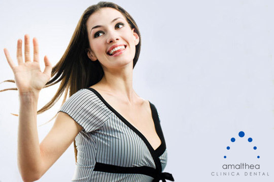 Sonríe sin complejos con una sesión de Blanqueamiento LED con revisión y opción de limpieza dental en Amalthea