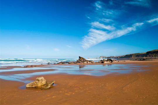 ¡Portugal te espera esta Semana Santa! Disfruta con 4 noches con desayunos en hotel 3* a 100m de la playa