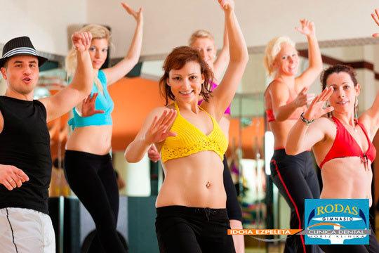 Ponte en forma y disfruta con 1 o 3 meses de clases de Zumba o bailes en el gimnasio Rodas
