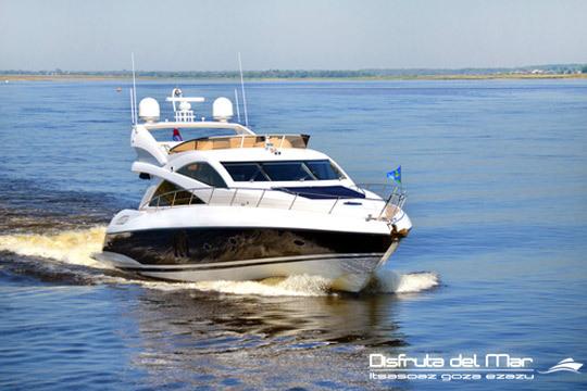 Descubre la costa de Jaizkibel desde un punto de vista único: desde el mar, a bordo de un barco ¡Para completar tu experiencia, tendrás aperitivo y bebida en el barco!