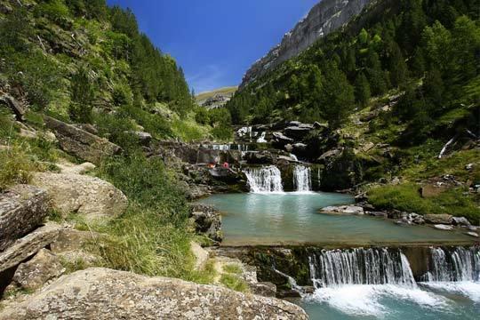 Escápate al corazón de los Pirineos ¡De 1 a 3 noches con desayuno en el hotel Aurín de Sabiñánigo!