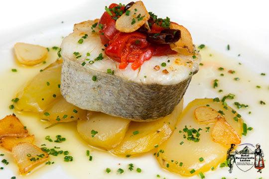 Delicioso menú con carne y pescado en el Hotel Restaurante Lazkao