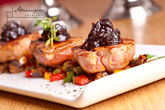 Delicioso menú en Iturrigoxo Jatetxea de Amasa ¡Con crujiente de hongos y foie, merluza con txipirones y solomillo...!