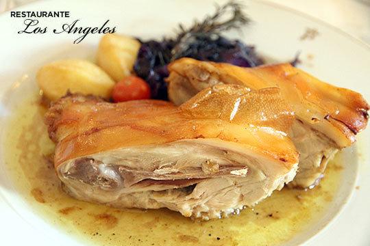 Degusta un rico menú con más de 1 kg de cochinillo o de txuleton vasco en el Mesón Los Ángeles ¡Junto al Ayuntamiento!