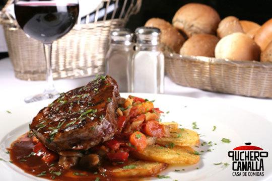 Disfruta de los platos de calidad del restaurante Puchero Canalla con un excelente menú con carne o pescado a elegir