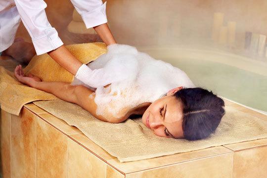 Desconecta y relájate con un Circuito Hammam con Baño turco + tratamiento corporal con masaje + facial + vaso de té en Hammam las mil y una noches